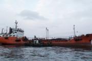 Спасатели начали откачивать мазут с танкера