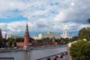 Задержан мужчина, писавший лозунги на стене Кремля