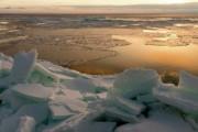 В Красноярский край отправили отряд МЧС для спасения людей на льдине