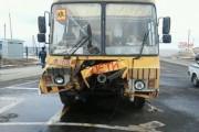 Патруль ГИБДД в Омске защитил автобус с детьми от удара легковушки