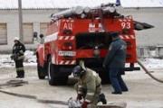 Горящие склады в Чите тушат при помощи пожарного поезда