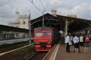 Пассажиры подтолкнули поезд до вокзала в Петербурге