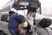 Иномарка под Новосибирском врезалась в автобус