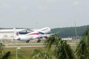 Самолет Malaysia Airlines случайно полетел в другую сторону