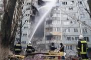 Жильцы дома в Волгограде, разрушенного взрывом газа, вывозят имущество