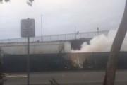 В Сан-Франциско грузовик на большой скорости врезался в стоящий поезд