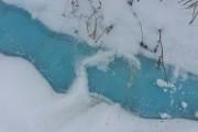 Жителей Челябинска насторожил синий снег и лед