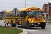 В Иллинойсе ДТП школьного автобуса с двумя грузовиками