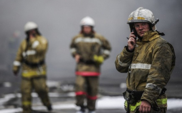 Здание вокзала горит под Воронежем