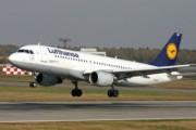 Пассажир скончался на борту самолета Lufthansa в