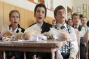 На Новый год детям в ДНР подарили батоны