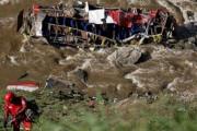 В Перу при падении автобуса в пропасть погибли 16 человек