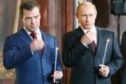 Как вам Путин и Медведев со свечками в храме?