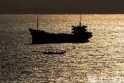 В Токийском заливе потерпел крушение танкер со смазочным маслом