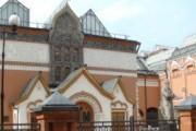 Любители живописи Серова выломали дверь Третьяковки