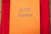Книга Гитлера Майн Кампф поступила в продажу в Германии