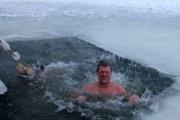 Минздрав рекомендует отказаться от алкоголя при купании в проруби