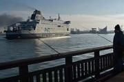 Беженцы взяли на абордаж британский паром в порту Кале