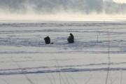 Спасатели эвакуируют 50 рыбаков с отколовшейся льдины на Кубани
