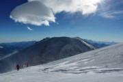 МЧС передало врачам попавших под лавину в Приэльбрусье альпинистов