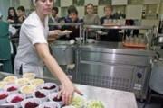 В Приамурье 20 школьников отравились в столовой