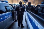 Банда мигрантов избила камнями двух трансгендеров в Германии