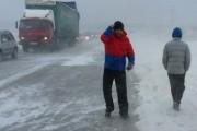 С места затора на трассе в Оренбуржье эвакуированы более 80 человек