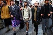 В Нидерландах мужчины прошлись в мини-юбках