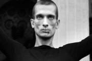 Культурологи оценят поджог дверей ФСБ художником Павленским