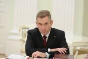 Астахов поручил контролировать выплаты детских пособий в регионах