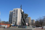 В Харькове вандалы повредили памятник Воину-освободителю