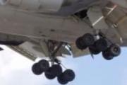 В аэропорту Сочи самолету перед вылетом повредили шасси