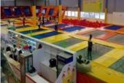 В Новгороде на батутах покалечились десятки детей